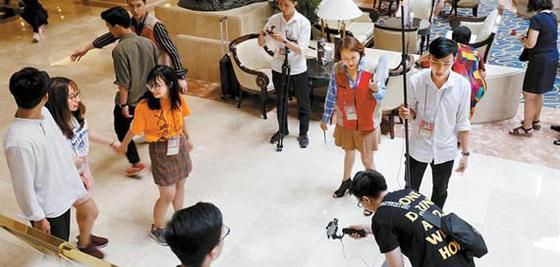 지난 14~15일 베트남 호치민 롯데 레전드 호텔에서 롯데시네마의 사회공헌프로그램 '영 화제작교실'의 첫 해외프로젝트'영화제작교실 in 베트남'이 진행됐다. [사진 롯데시네마]