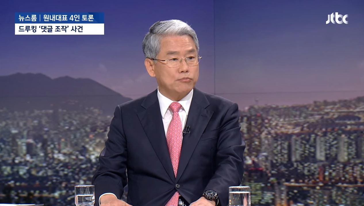 18일 밤 JTBC 뉴스룸에 출연한 김동철 바른미래당 원내대표.[사진 JTBC 캡처]