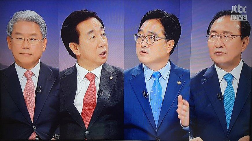 김동철 바른미래당(왼쪽부터), 김성태 자유한국당, 우원식 더불어민주당, 노회찬 평화와정의의 의원 모임 원내대표가 18일 서울 JTBC '뉴스룸'에서 김기식·드루킹 논란·남북정상회을 두고 날 선 공방을 벌이고 있다. [사진 JTBC]