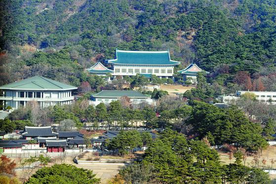 서울 종로구 정부서울청사 19층에서 바라본 청와대.[중앙포토]