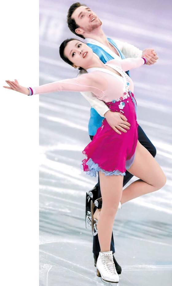 한복과 아리랑으로 주목 받은 아이스댄스 민유라-겜린 조.
