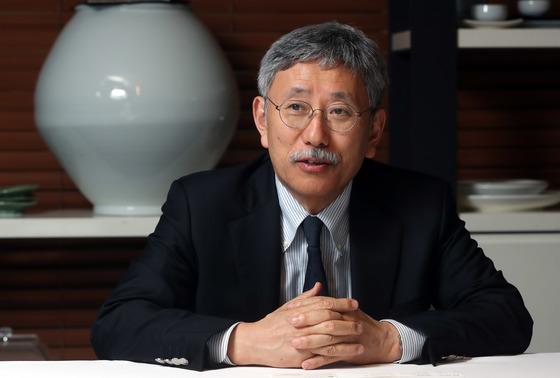 일본 중입자가속기치료센터장 가마다 타다시 박사가 19일 서울 중구 달개비에서 중앙일보와 인터뷰하고 있다.