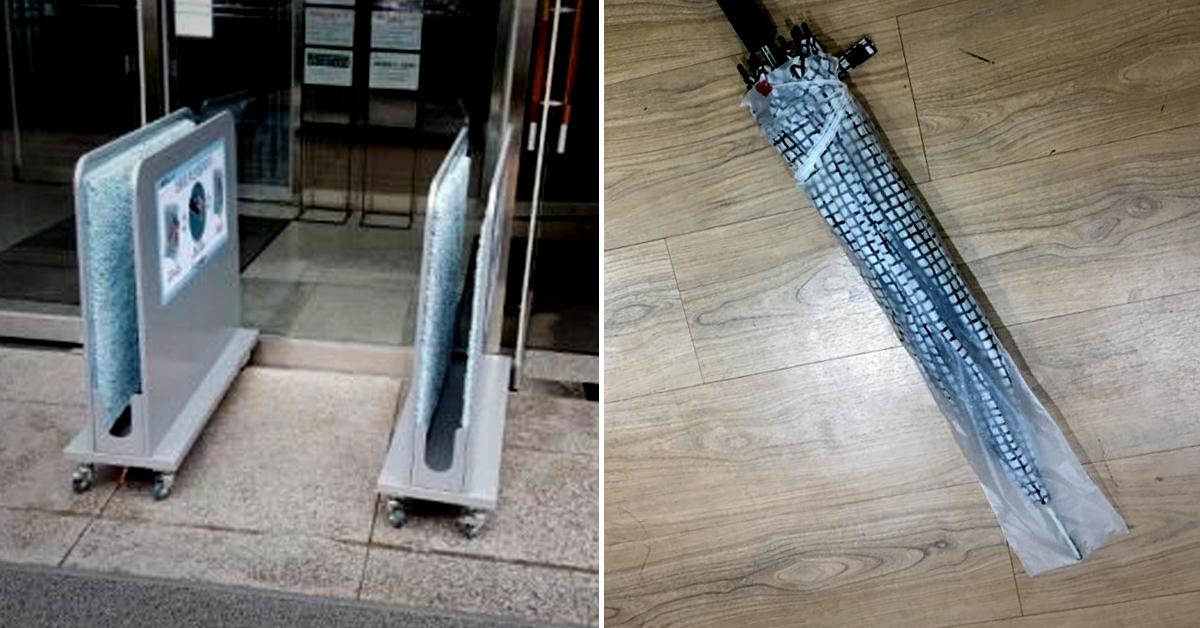 비닐 우산커버 대신 설치된 우산 빗물제거기(왼쪽 사진)과 비닐 우산커버에 싸인 우산. [사진 서울시ㆍ중앙포토]