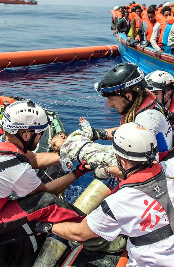 지중해 난민 아기 구조
