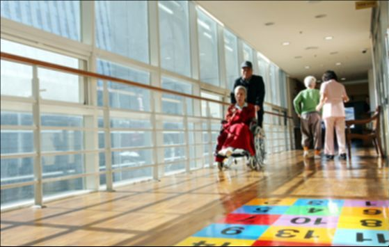 노인장기요양보험은 등급에 따라 시설입소 또는 재가급여 혜택이 주어진다. [중앙포토]
