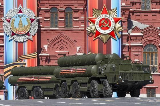 지난해 5월 7일 러시아 붉은 광장에서 선보인 S-400 미사일 [사진 AP=연합뉴스]