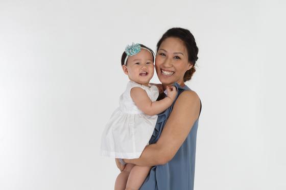 에이미 웨이 카약 아시아태평양 부사장은 생후 16개월 된 딸 애나벨라와 함께 출장 여행을 떠나는 워킹맘이다. [사진 에이미 웨이]