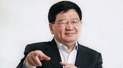 깜찍(?)한 포즈를 취하고 있는 쉬샤오핑. [출처: newspaper.jfdaily.com, www.tjbuxiugang.com]
