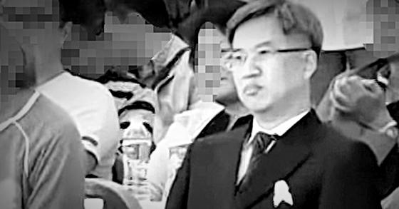 '드루킹' 김모씨로 추정되는 인물(앞줄 오른쪽)이 지난 2016년 경기 파주 임진각에서 열린 10ㆍ4 남북정상선언 9주년 행사에 참석해 심상정 정의당 대표, 유시민 전 보건복지부 장관 등과 함께 행사를 지켜보고 있다. [시사타파TV=뉴스1]