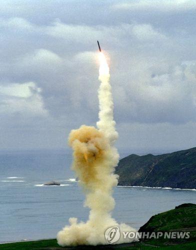 미 공군이 대륙간탄도미사일 '미니트맨 3'를 발사하는 모습. [연합뉴스]