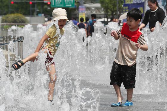 다음 주 토요일 5월 5일은 어린이날이자 입하 절기다. 어린이가 맘껏 뛰어놀기에 좋은 날이라지만 여름이 성큼 다가왔음을 알려주는 절기다. 장진영 기자