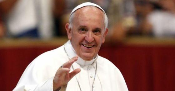 """프란치스코 교황이 25일(현지시간) 남북 정상회담의 성공적인 개최를 위해 특별기도를 했다. 교황은 양 정상이 """"모든 이들의 행복을 위해 내디딘 발걸음을 믿음으로 걸어나가달라""""고 당부했다. [중앙포토]"""