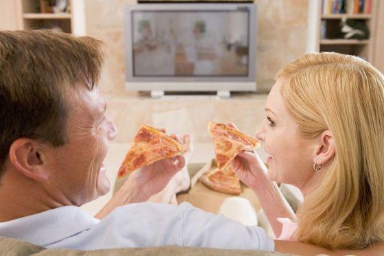 은퇴 후 아내와 보내는 시간이 길어졌지만 같이 있어도 서로 휴대폰이나 텔레비전을 쳐다보는 것 외에 딱히 할 일이 없다. [사진 smartimages]