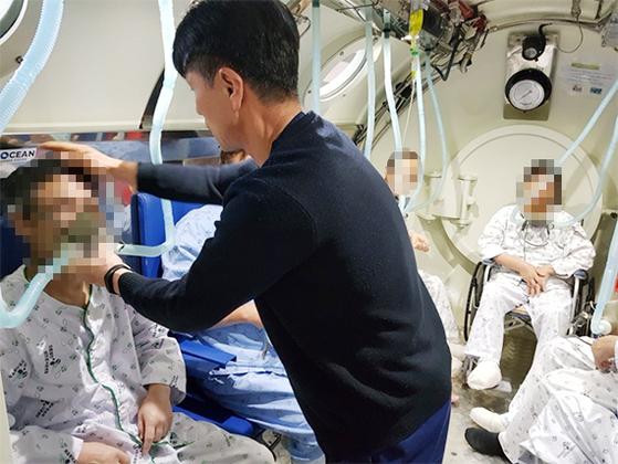 삼천포서울병원의 고압산소치료센터 치료 모습.