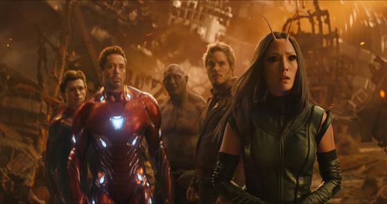 영화 '어벤져스3'엔 지난 10년간 마블 영화 시리즈 속 히어로가 20명 넘게 총출동했다. [사진 월트디즈니컴퍼니코리아]