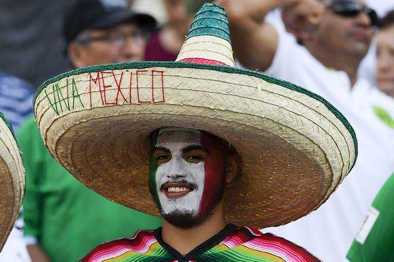 멕시코 축구대표팀을 응원하고 있는 멕시코 축구팬. [사진 멕시코축구협회 트위터]