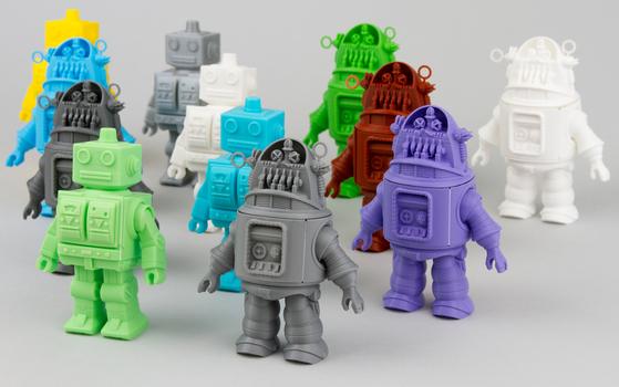 인사동 KCDF갤러리 기획전시 '크래프트 리턴' 중 볼 수 있는 '접는 로봇' 공예품.