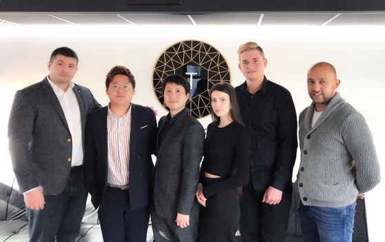 유럽 3대 블록체인 포럼 주체사인 문테크의 공동대표인 예브게니(왼쪽 첫번째)와 쿠즈네초브(왼쪽 다섯번째)는 타이토스의 어드바이저로 참여하고 있다. 왼쪽 세번째는 에드워드 권 타이토스 대표. [타이토스 제공]