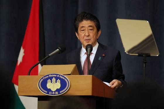 1일 요르단 암만에서 기자회견을 하는 아베 신조 일본 총리. [EPA=연합뉴스]