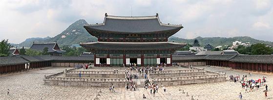 어린이날 경복궁 등 서울의 궁궐은 어린이를 동반한 가족에게 무료 개방한다. [중앙포토]