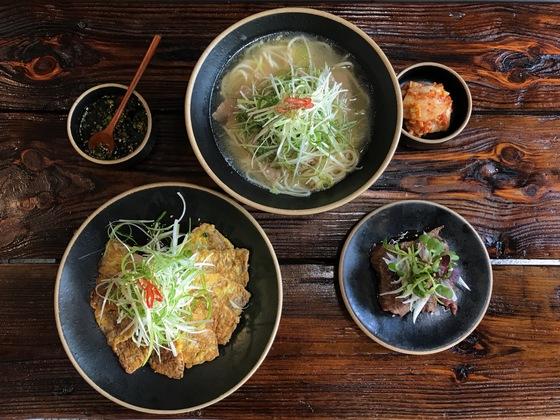 쇠고기로 만든 다양한 요리를 맛볼 수 있는 '이(李)식당'. 사진 왼쪽부터 시계 반대 방향으로 한우육전, 한우초밥, 양지국수.