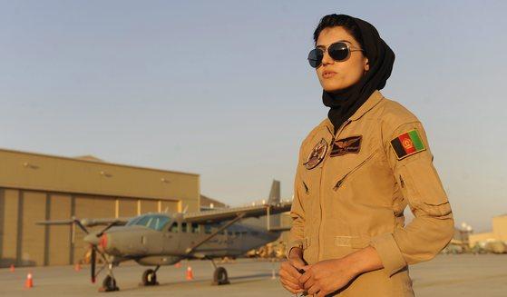 미국에 망명한 아프간 첫 여성 조종사 라흐마니 [EPA=연합뉴스]