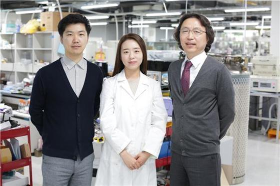 본 연구를 수행한 배창근 연구교수, 이선희 연구원, 신현정 교수(왼쪽부터).
