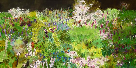 수채화가 정우범 작가의 들꽃 그림은 사실적이라기보다는 반추상에 가깝다. 수채와 아크릴을 섞어 작업한'Fantasia 2017'시리즈의 두 작품. [사진 선화랑]
