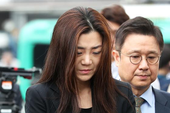 '물벼락 갑질'로 물의를 빚은 조현민 전 대한항공 전무가 1일 피의자 신분으로 서울 강서경찰서에 출석했다. 장진영 기자