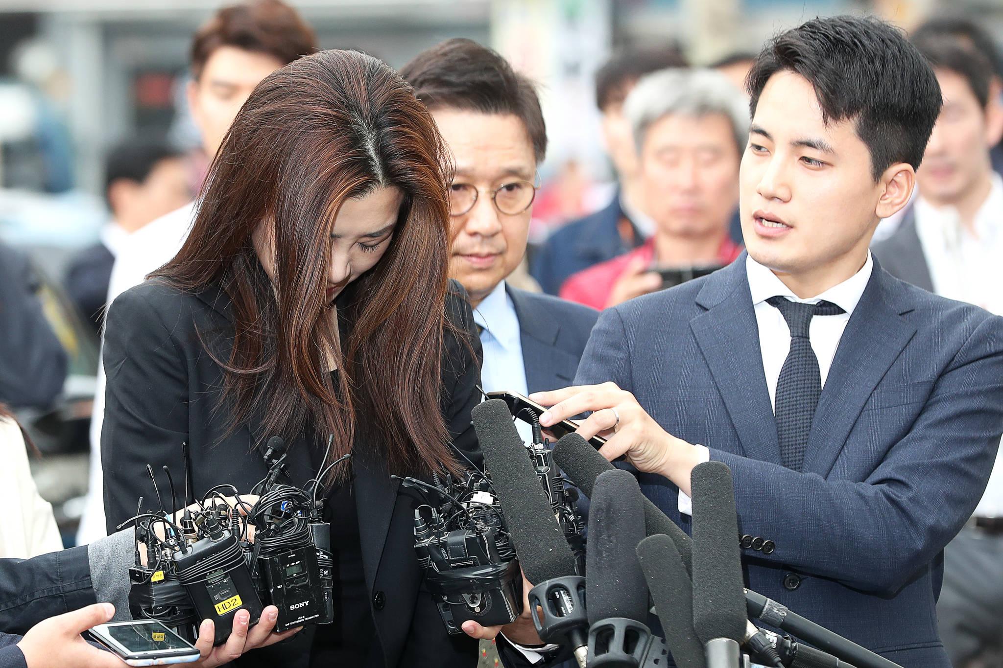 물벼락 갑질로 사회적 물의를 빚은 조현민 전 대한항공 전무가 1일 피의자 신분으로 서울 강서경찰서에 출석했다. 장진영 기자