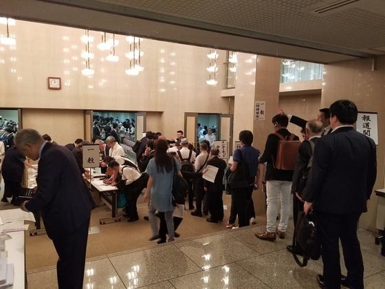 5월 3일 헌법기념일을 맞아 도쿄도내 나가타쵸에서 개헌 지지단체가 연 공개 포럼에 참석자들 1200여명이 몰렸다. [사진=윤설영 특파원]