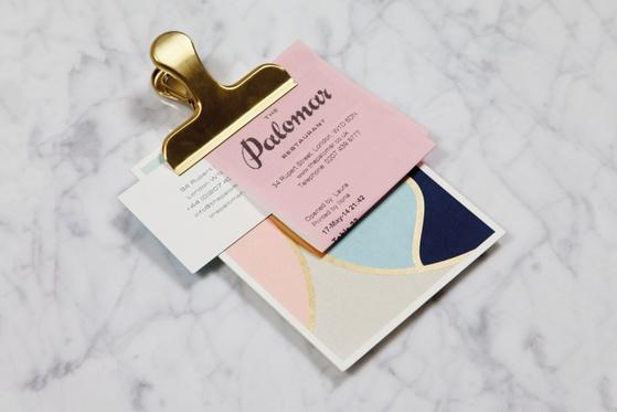 영국의 디자인회사 Here Design사가 만든 영국의 Palomar 레스토랑 집기류 디자인. 청와대 기념품의 색깔과 유사하다. [히어디자인 홈페이지]