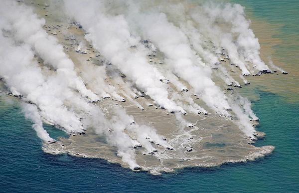 일본 이오시마 근처 해저 화산 폭발 모습 [중앙포토]