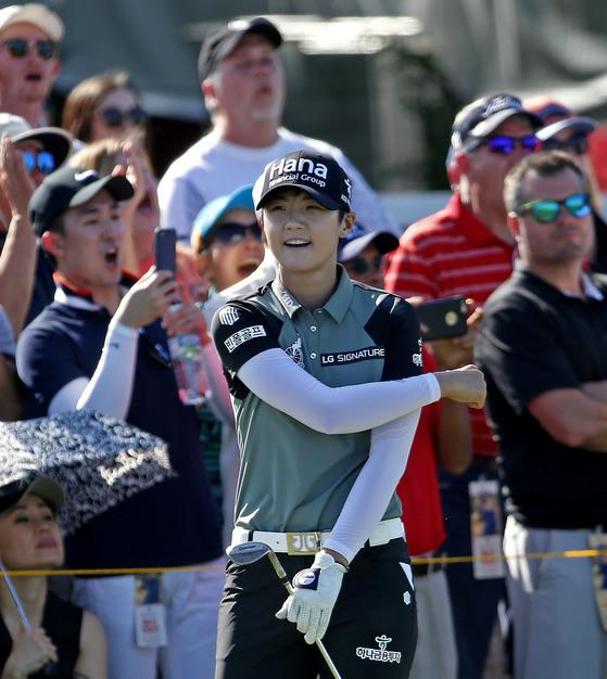 박성현이 7일 LPGA 투어 텍사스 클래식에서 18번 홀 칩샷으로 버디로 연결한 뒤 기뻐하고 있다. [AP=연합뉴스]
