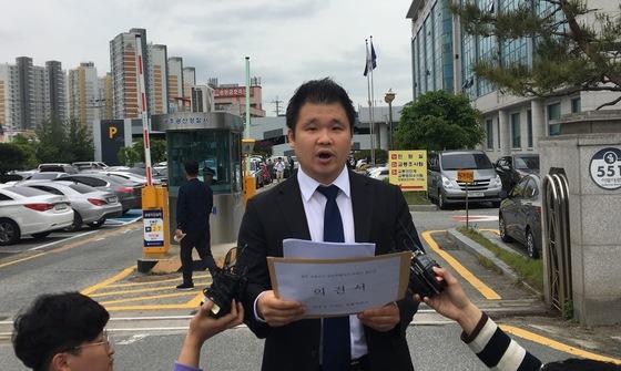 광주 집단폭행 살인미수 혐의 적용을 촉구하는 피해자 측 변호인. [연합뉴스]