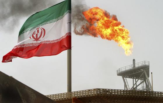 이란 석유 생산 시설. [중앙포토]
