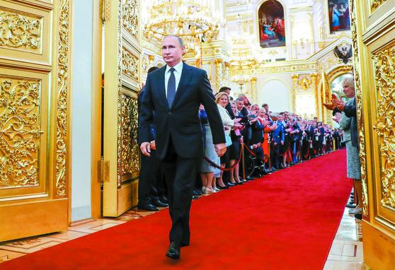 '차르' 푸틴 네 번째 대통령 취임
