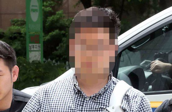 김성태 자유한국당 원내대표를 폭행한 김모씨가 7일 오후 영장 실질심사를 받기위해 서울 남부지방법원으로 들어가고 있다. 변선구 기자