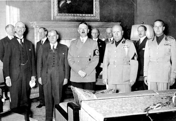 뮌헵협정 조인 직후 체임벌린, 프랑스의 달라디에, 이탈리아의 무솔리니, 독일의 히틀러. (왼쪽부터) [사진 중앙포토]