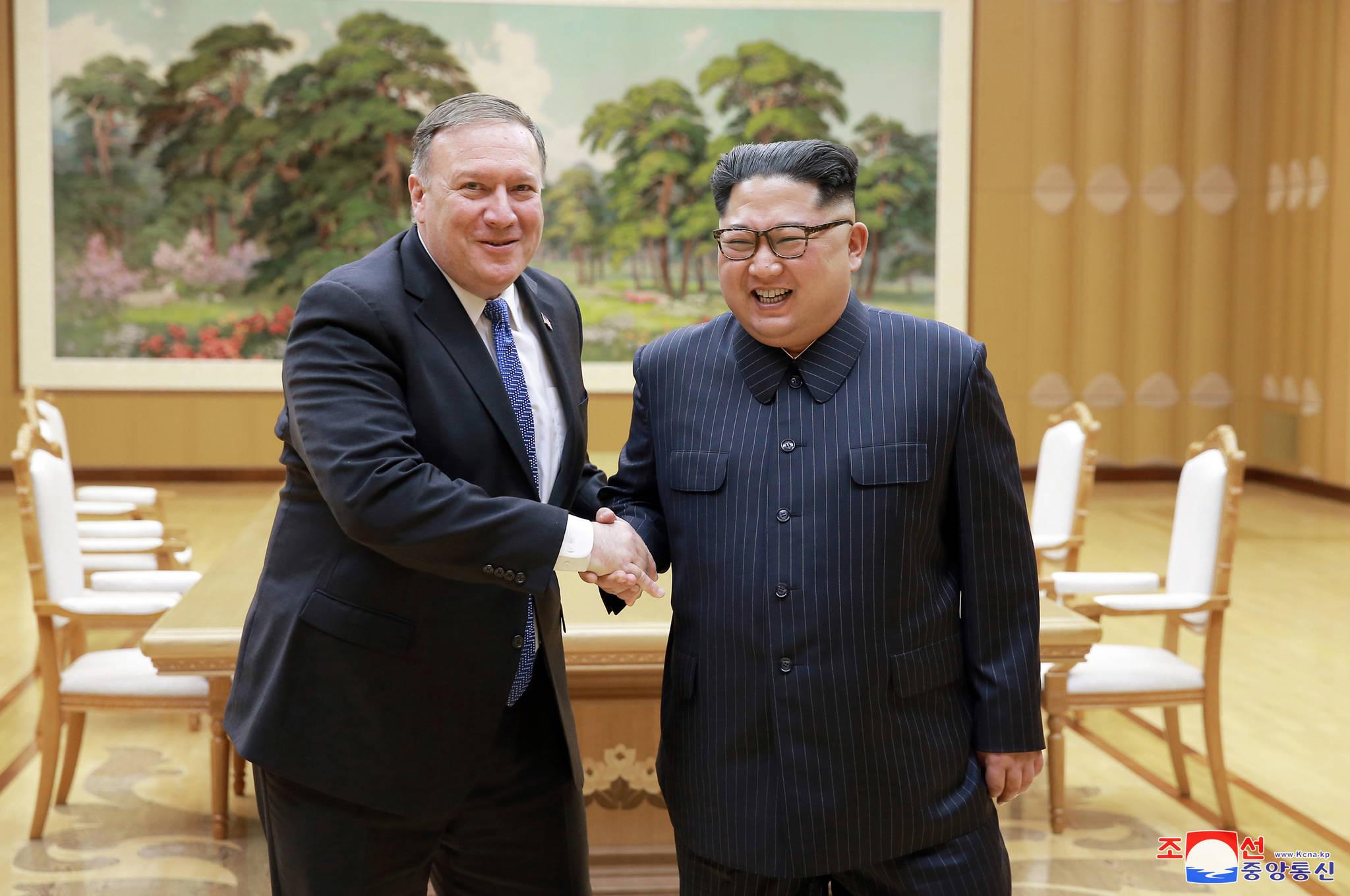 조선중앙통신은 북한 김정은 국무위원장이 마이크 폼페이오 미국 국무장관을 접견했다고 10일 보도했다. [연합뉴스]