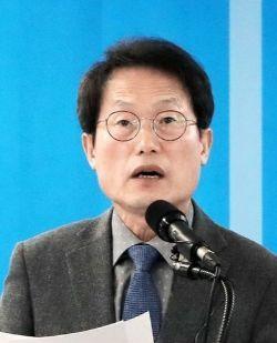 조희연 서울시교육감 예비후보가 9일 정책약속 발표 기자회견을 하고 있다.[뉴스1]