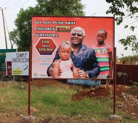 시에라리온에서는 'Do not push away children EBOLA survivors'(에볼라 생존 아동들을 밀어내지 마세요)라는 문구를 적어 놓은 공익 광고판을 종종 마주치게 된다. 실제로 에볼라 전염 종료 선언 이후에도 각 지역에서 에볼라로 부모나 형제를 잃은 아동을 소외시키는 일이 자주 발생했다. 재앙이 남긴 트라우마다.