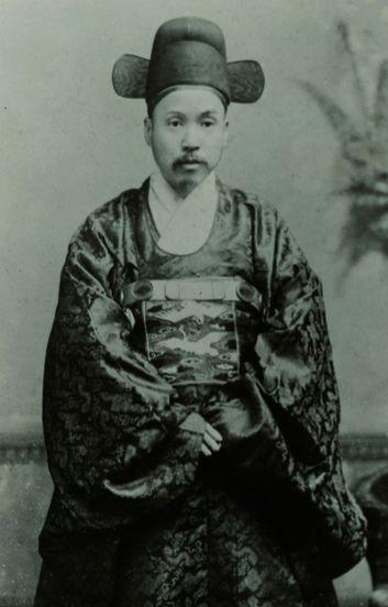 조선 최초의 주미전권공사 박정양이 1887년 미국도착 후 촬영한 사진. [사진 국외소재문화재재단]