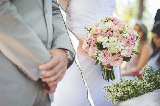 아이가 성인이 되면 아내와 이혼하기로 합의했는데, 제 명의로 되어 있는 집을 아내에게 이전하면 세금은 어떻게 되나요? [중앙포토]