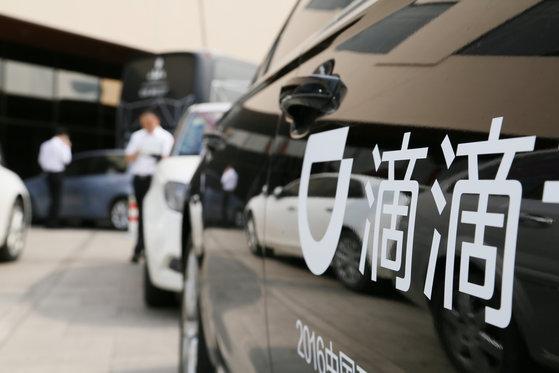 지난 6월 베이징에서 열린 인터넷 관련 컨퍼런스 회의장 앞에 중국 최대 차량 호출 업체인 디디추싱 차량이 정차되 있다. [사진=로이터]
