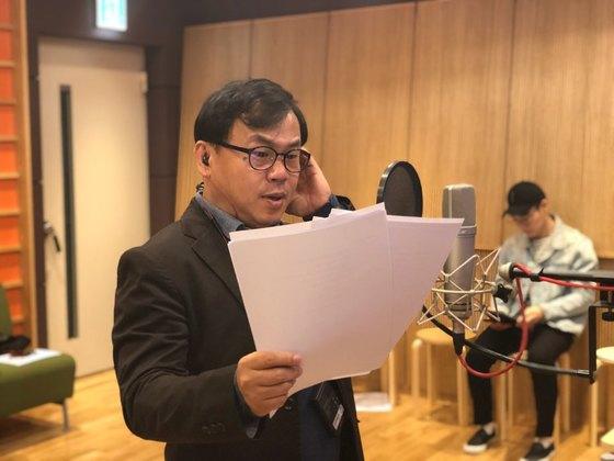 올해로 데뷔 30년을 맞은 강수진 성우가 애니메이션 '원피스' 더빙 작업을 위해 녹음실에 들어섰다. 최규진 기자