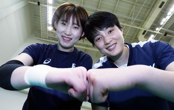 2020 도쿄올림픽 메달을 목표로 뭉친 박정아(왼쪽)와 김희진. [진천=프리랜서 김성태]