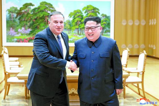 지난 9일 북한을 방문해 김정은 북한 국무위원장을 만난 마이크 폼페이오 미국 국무장관. [중앙포토]