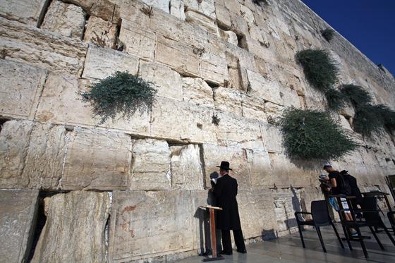 유대인들이 약 2500년 전에 지은 제2성전의 서쪽 벽. 통곡의 벽으로 불린다.