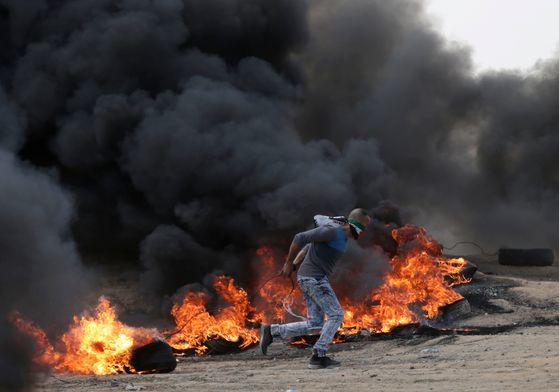 미국이 이스라엘 대사관을 예루살렘으로 옮겨 개관한 14일 팔레스타인 시위대가 '분노의 날'로 정하고 가자지구에서 대규모 시위를 벌였다. [AFP=연합뉴스]